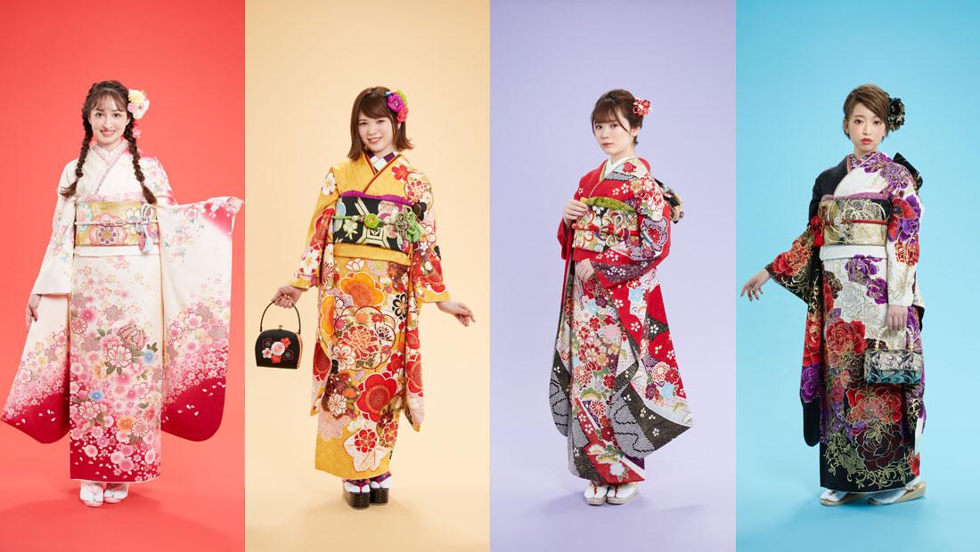 振袖を着た4人の女性