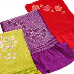 緑、紫、赤の振袖生地