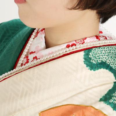 振袖を着た女性の襟元